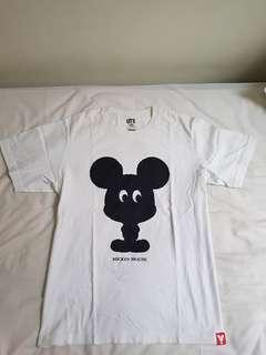 Kaos UT Uniqlo Mickey Mouse