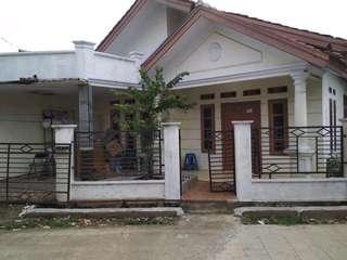 Rumah 2 kamar ada garasi bisa masuk mobil
