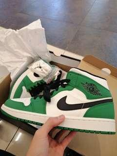 Air Jordan 1 mid se pine green  (BNWT)
