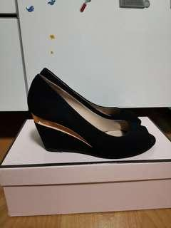 🚚 PAZZION Black Wedges size 34