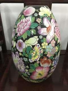 Chinese Famille Rose Vase 廣彩花瓶