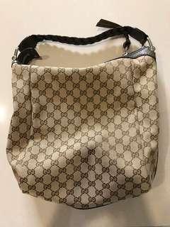 🚚 Gucci 帆布肩背包