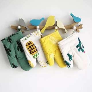 🚚 Heat Resistant Kitchen Gloves