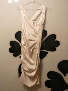 🚚 全新Her & him 緞面米白質感包臀洋裝.禮服