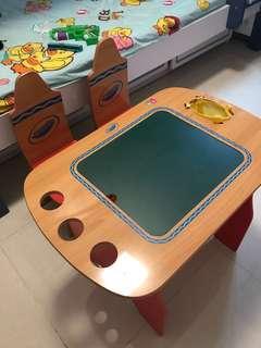 Crayola 兒童枱連兩椅
