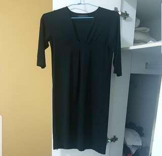 🚚 V-neck Little Black Dress UK 6