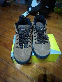 🚚 Jump中筒休閒鞋(26、5cm)