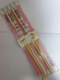 🚚 Cute Hellokitty chopsticks - 2 pairs