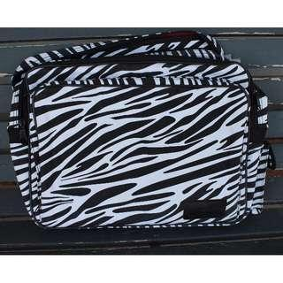 🔥SALE🔥 *NEW* Zebra Print Laptop Carrying Bag with Red Interior