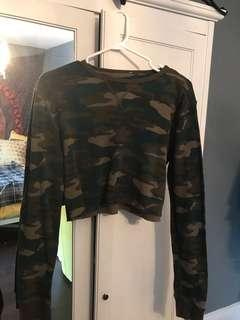 Camouflage cropped shirt