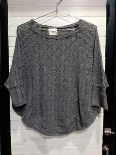 Knitwear/blouse crochet abu-abu