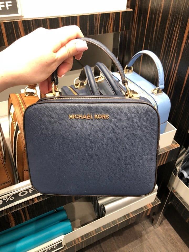 06fc1d6834dca6 Michael Kors Karla Plain Crossbody Bag ☆AUTHENTIC☆, Luxury, Bags & Wallets,  Sling Bags on Carousell