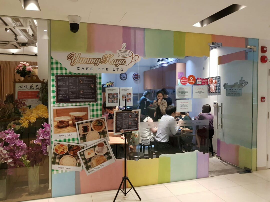 Low rent F&B cafe with aircon, seating space for immediate takeover
