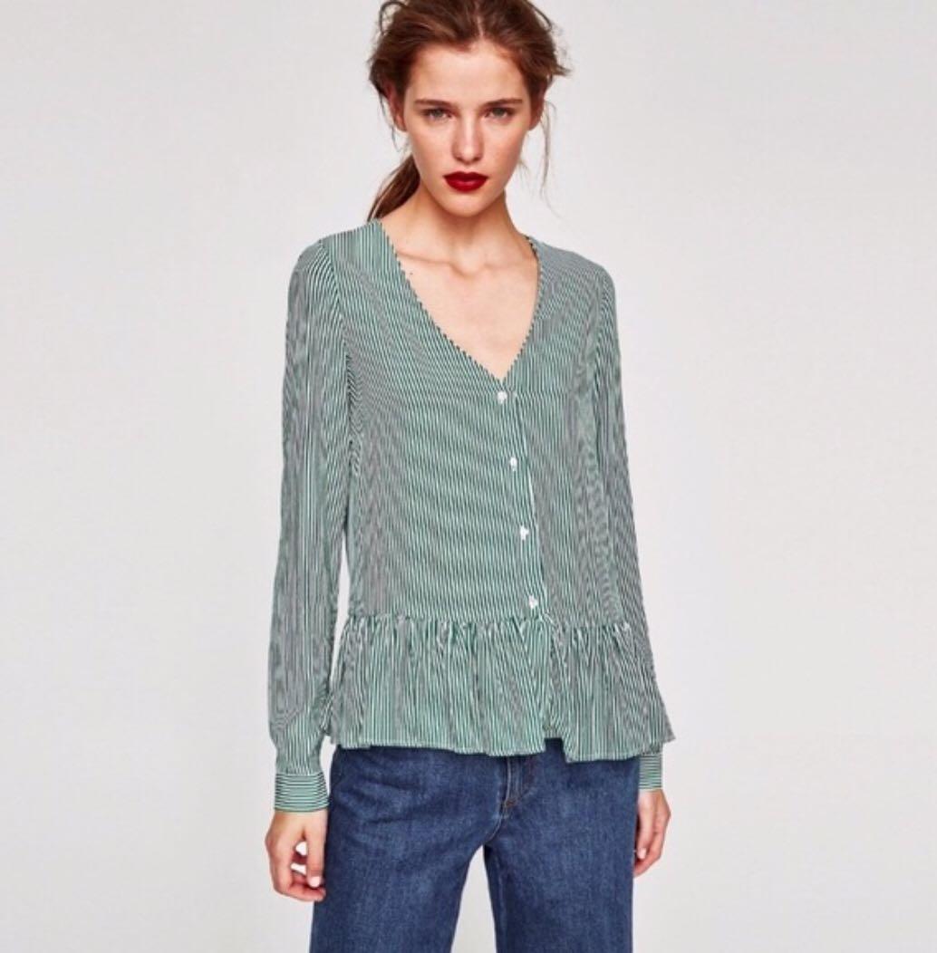 9fe8fb65af891 Zara Green Pinstriped V neck top