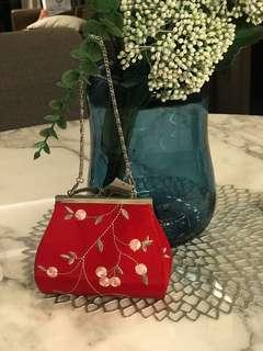 🚚 Red Embroidery small clutch with chain
