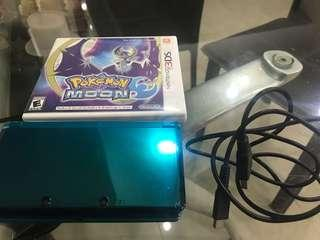 Nintendo 3DS w/ charger cable + Pokemon Moon + Monster Hunter 4U