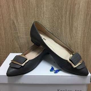 Keeley Ann咖啡灰尖頭平底鞋(可議)上班族很適合