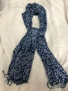 BNWT blue and white scarf