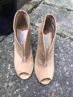 Size 7.5 Tony Bianco sandstone suede heels