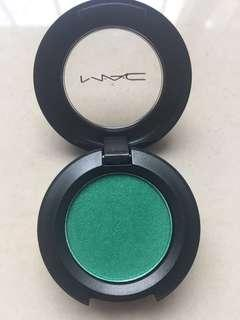 Eyeshadow MAC vivid green