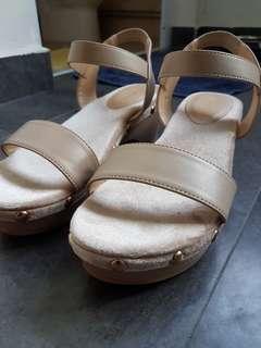 Comfy nude block heels-Size 37