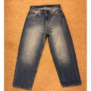 🚚 GU UNIQLO復牌 男裝寬鬆窄管褲TG+E 寬褲 水洗淺藍色 牛仔寬褲 男女皆可 S號 300940