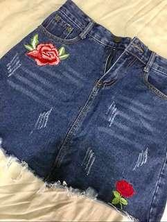 Maong skirt with rose patch