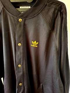 ADIDAS Sporty Black Outer Jacket ornamen Goldish size L