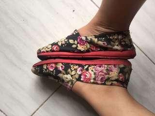 Sepatu slip bunga
