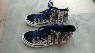 High cut sneakers dark blue with patterns and zip