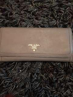 🚚 Prada Long Wallet 100% authentic guranteed ( used)
