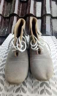 (REPRICE) Sepatu boots Abu