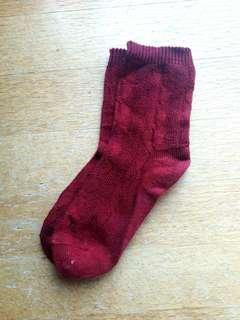 酒紅色中長針織襪