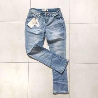 Cropped light denim jeans