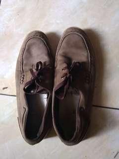 Sepatu lacostw