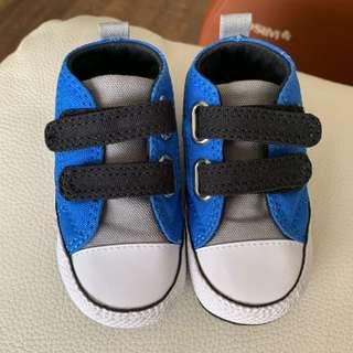 🚚 Baby converse shoes