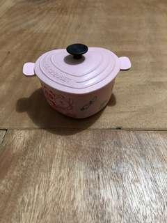 Line Friends vs LE CREUSET粉紅色CHOCO與PANGYO共同製作蛋卷