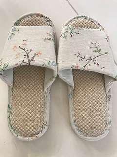 🚚 Bedroom slippers Bn