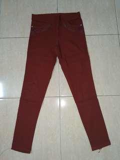 Celana panjang maroon