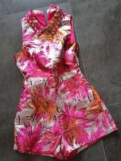 🚚 Osmose floral romper size s