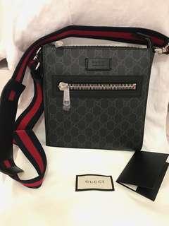 e38755d6758 Authentic Gucci GG Supreme Messenger Bag