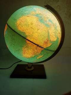 会亮灯的地球