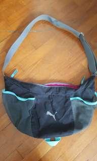 🚚 Used puma sling bag