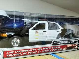 Motormax 1:18 LAPD 美國警車
