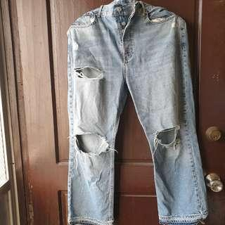 FOREVER 21 RIPPED DISTRESSED JEANS US 31