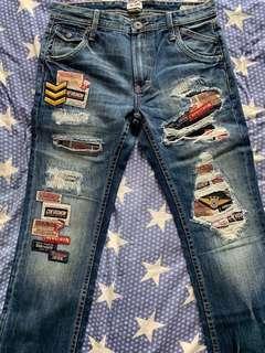 全新Chevignon直腳藍色破爛補章牛仔褲(Destroy patchwork straight leg denim)