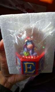 NEW Disney eyore 水晶球