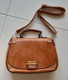 🚚 Vintage ladies sling bag