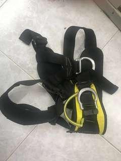 Petzi rock climbing hardness 座式安全帶