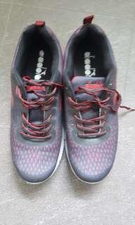 Diadora running or jogging shoe